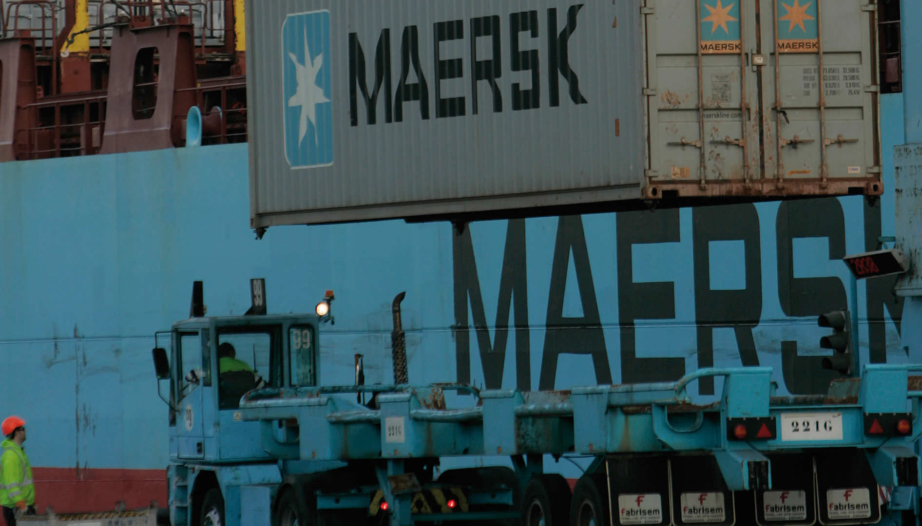 Stowing containers in the port of Algeciras.